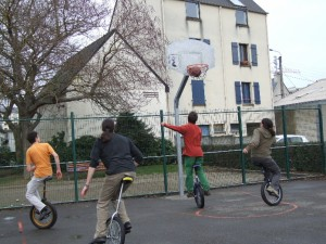 Photo de basket à monocycle