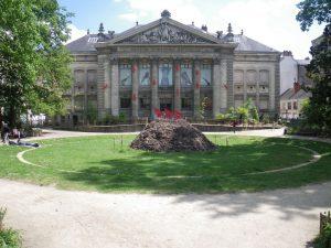 Fourmilière géante devant le museum